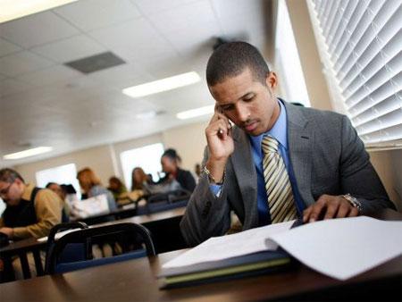 Nhận thông tin công việc nhanh qua SMS
